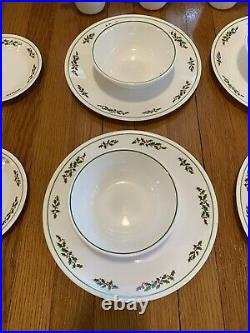 16 Pieces Vintage Corning Corelle Black Vein Winter Holly Days 4 Place Settings
