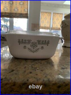 4 piece set vintage Corningware casserole dishes